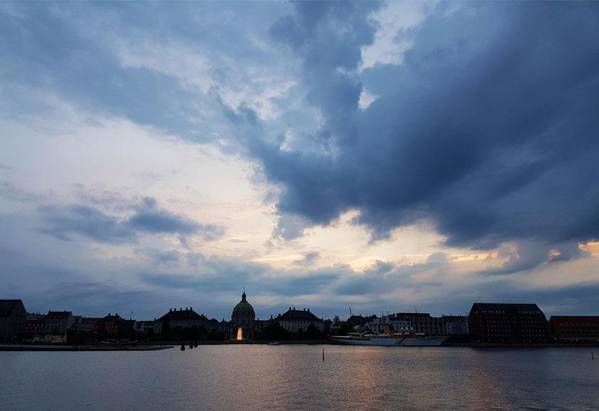 Blick vom Königlichen Opernhaus zum Schloss Amalienborg