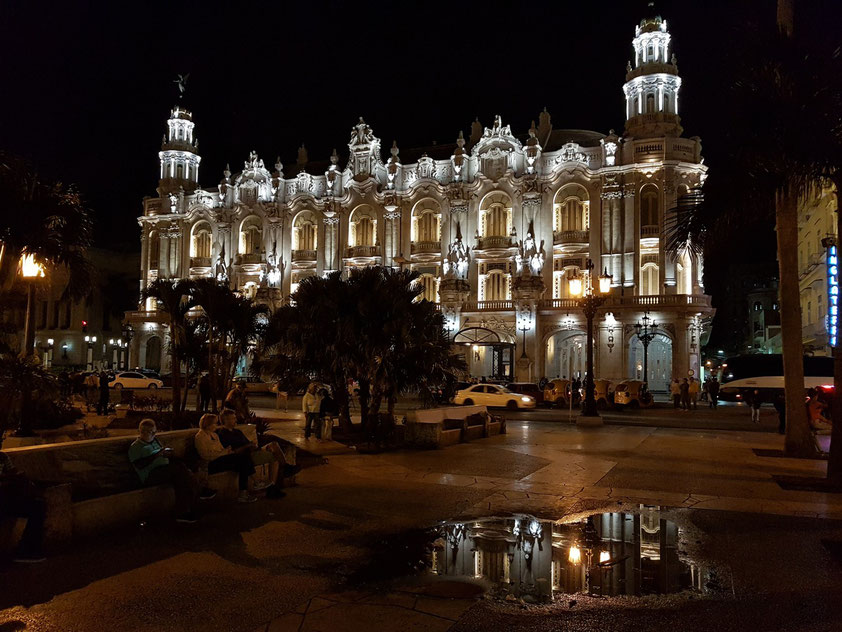 """Gran Teatro """"Alicia Alonso"""" am Abend vor der Aufführung des Balletts Don Quijote"""
