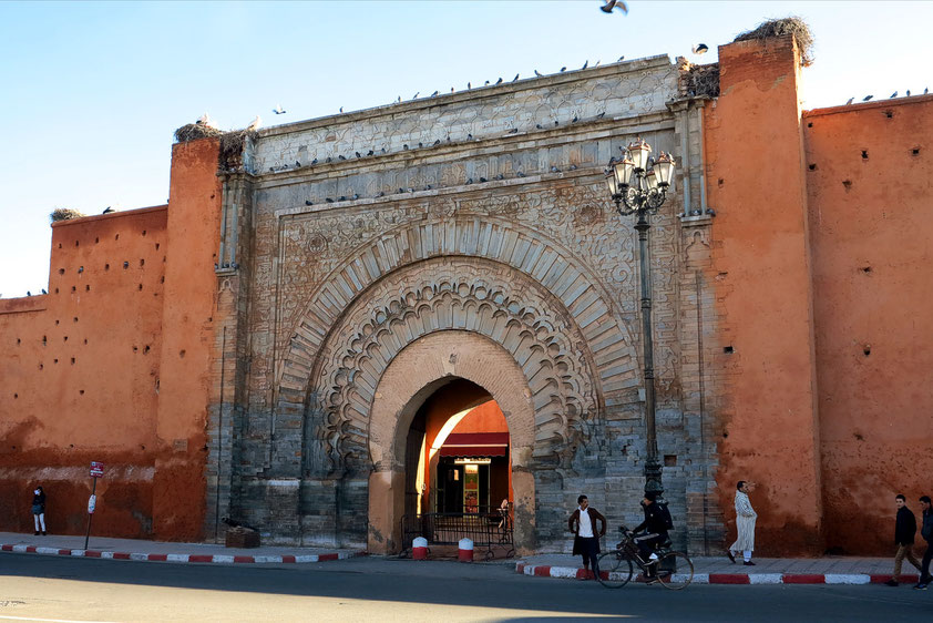 Durch das Stadttor Bab Agnaou gelangen wir in die Medina (Altstadt).