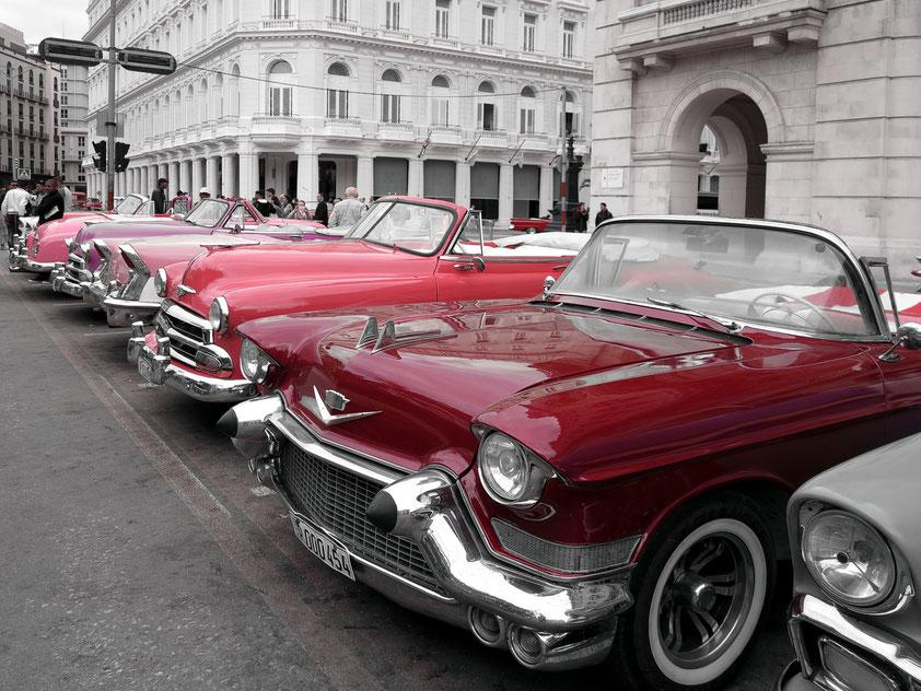 Amerikanische Oldtimer aus den 1950er Jahren in Havanna