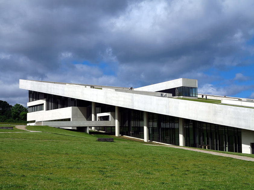 Moesgaard Museum MOMU südlich von Aarhus, eröffnet 2014 (Henning Larsen Architects und Kristine Jensen, Landschaftsarchitektur)