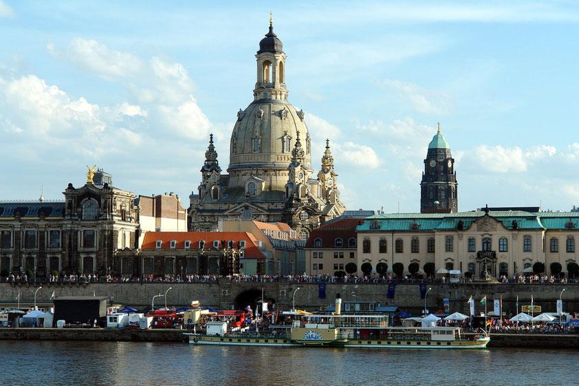 Dresden mit der Frauenkirche, Blick vom westlichen Elbe-Ufer (Aufnahme vom 23.8.2010 anlässlich eines Kurzbesuchs von Almut und Frank Rother in Dresden)