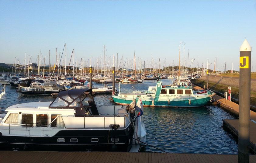 Abendstimmung im Segel- und Motorboothafen Vlieland
