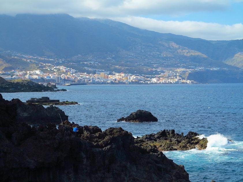 Blick von Los Cancajos zur Inselhauptstadt Santa Cruz de la Palma