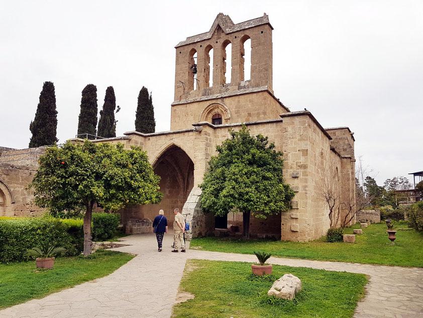Klosterruine Bellapais oberhalb von Kyrenia