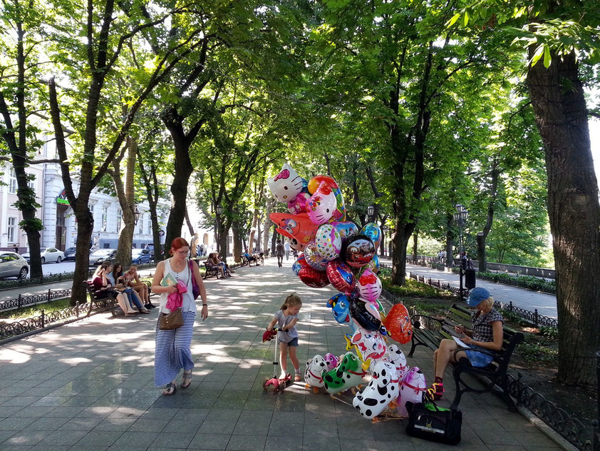 Primorskyj Boulevard in nordwestlicher Richtung, Odessas Meerespromenade