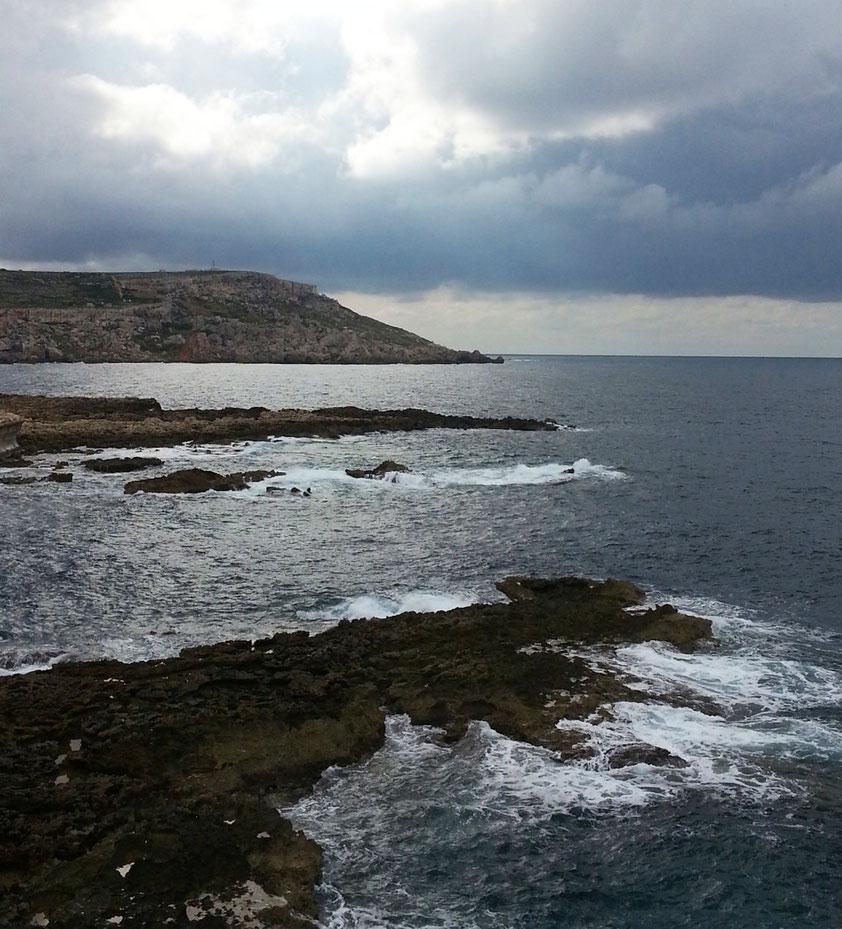 Blick vom Fährhafen Cirkewwa nach Süden