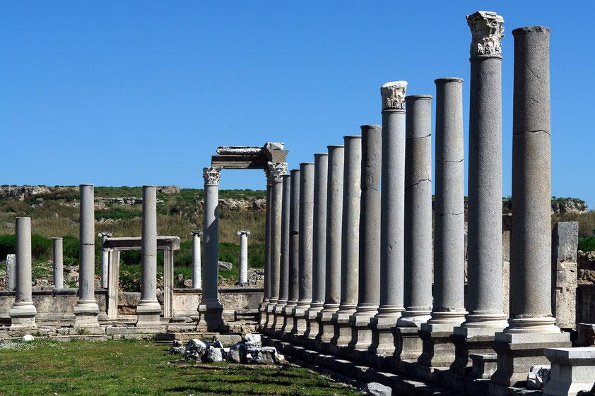 Perge, Agora mit Säulenreihen