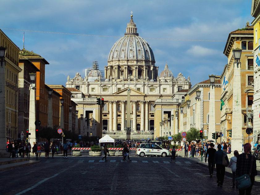 Petersdom, Blick von der Via della Concilliazione nach Westen