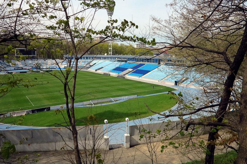 Das nach dem Trainer benannte Walerij-Lobanowskyj-Stadion ist ein Fußballstadion mit Leichtathletikanlage und bietet 16.873 Zuschauern Platz.