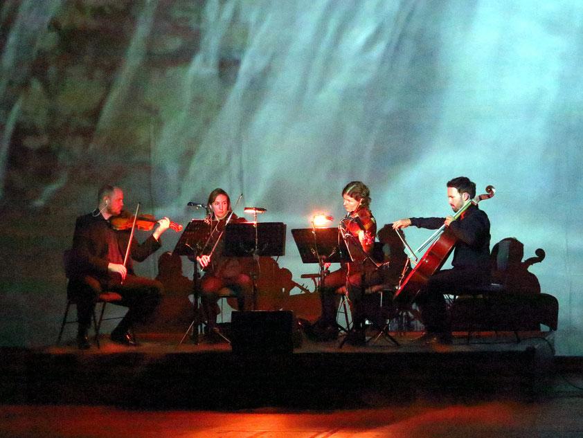 Das Miranda Quartett, mit Bernhard von der Gabelentz (Violine), Olga Holdorff (Violine), Leila Weber (Viola) und Martin Smith (Violoncello)