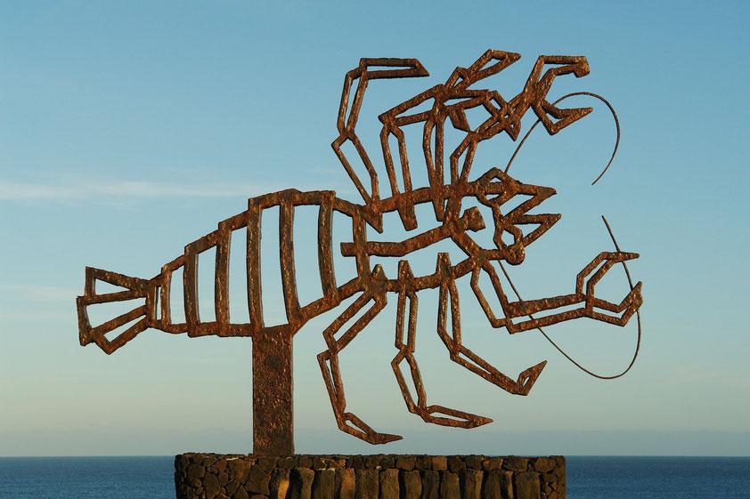 César Manrique schuf diese Eisenskulptur des Höhlenkrebses Munidopsis polimorpha am Besuchereingang.