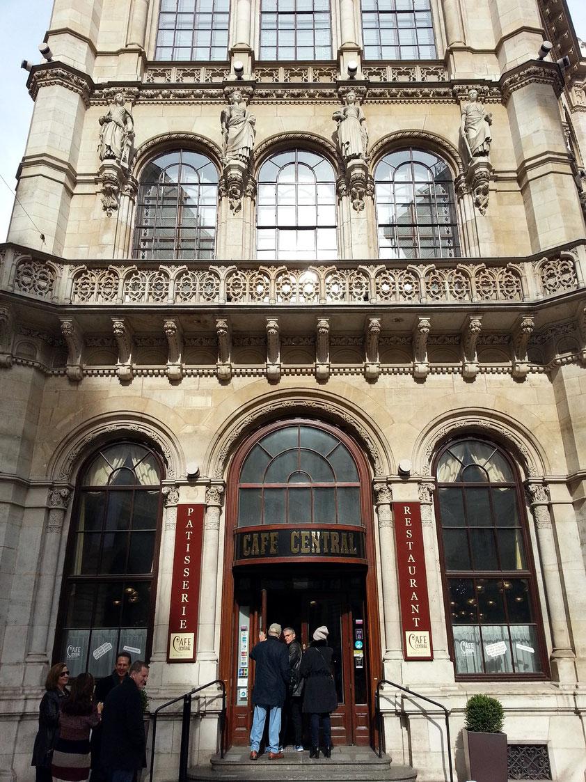 Eingang zum Café Central