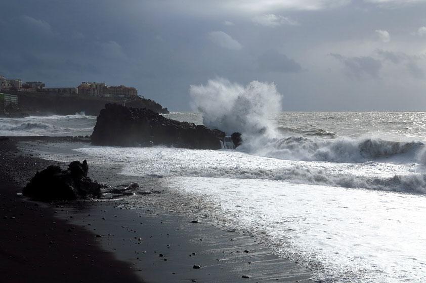 Strand westlich von Funchal nach dem großen Sturm am 11. 12. 2014
