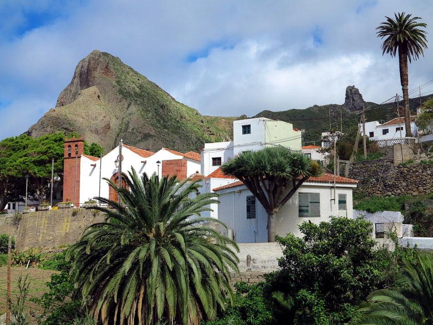 Teneriffa, Anaga-Gebirge. Taganana mit der Kirche Parroquia Nuestra Señora De Las Nieves