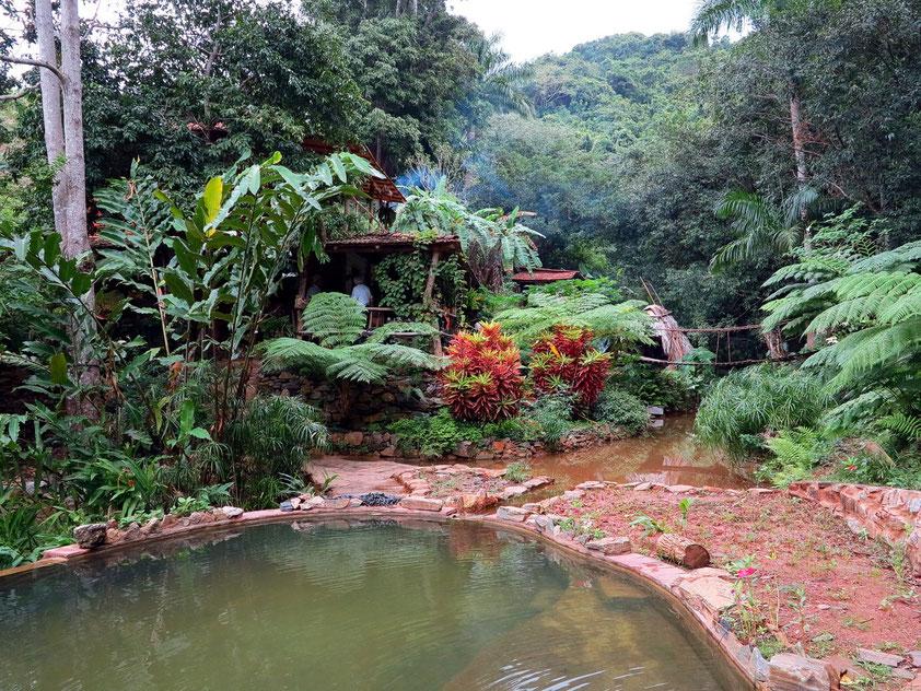 Kleine Farm in den Bergen: Farmhaus mit Privatunterkünften, Pool