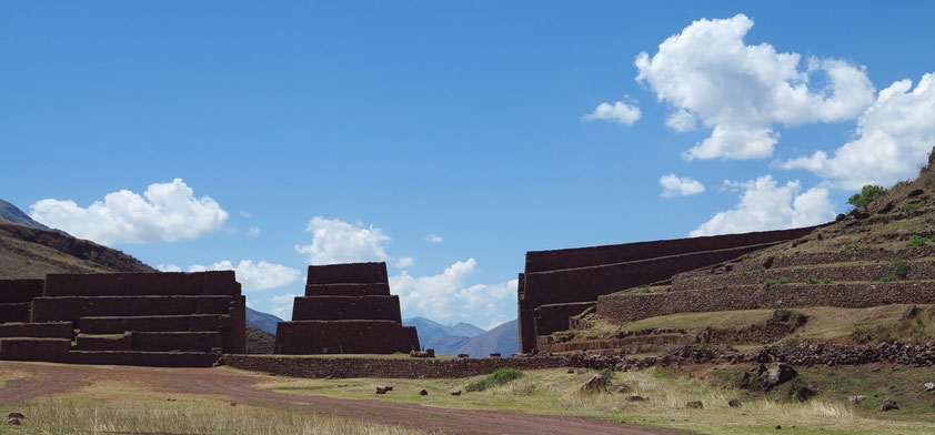 Ausgrabungsstätte Rumicolca, Tor zwischen der nördlichen Region von Cusco und der südlichen Region von Puno (oder ein Aquädukt zur Wasserversorgung von Pikillacta)