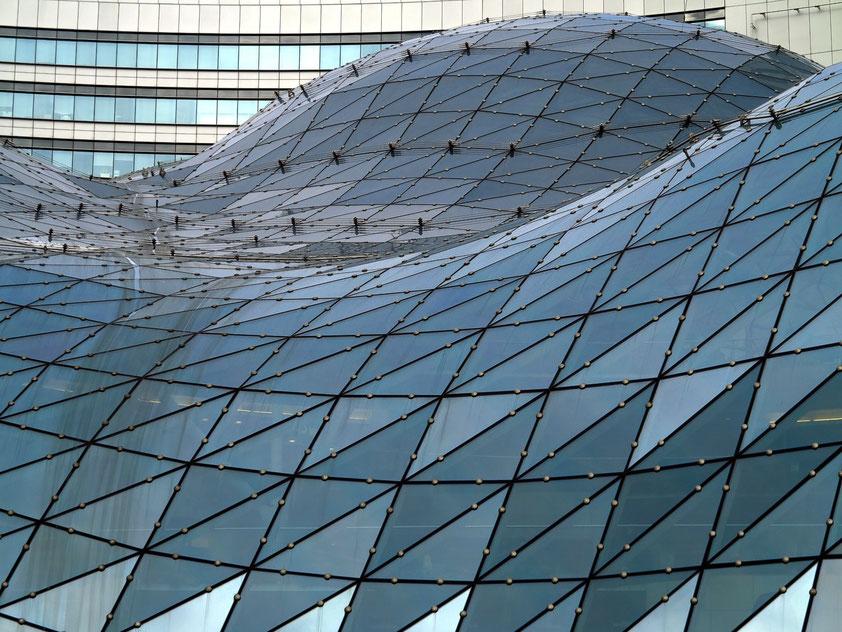 Aufwändige Glasdachkonstruktion des Einkaufzentrums aus 4700 einzelnen Glaselementen
