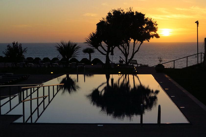 Sonnenuntergang am Swimmingpool des Hotels Golden Residence