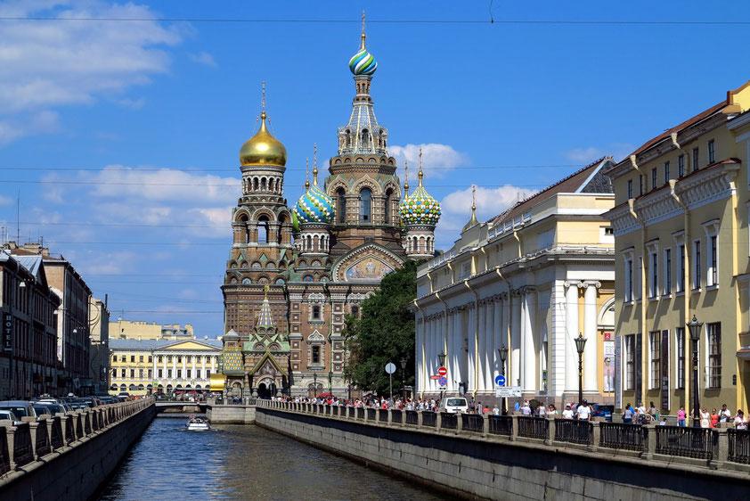 Auferstehungskirche (Blutkirche, Erlöserkirche) am Gribojedow-Kanal, gebaut 1883 bis 1912 nach dem Vorbild der Moskauer Basilius-Kathedrale