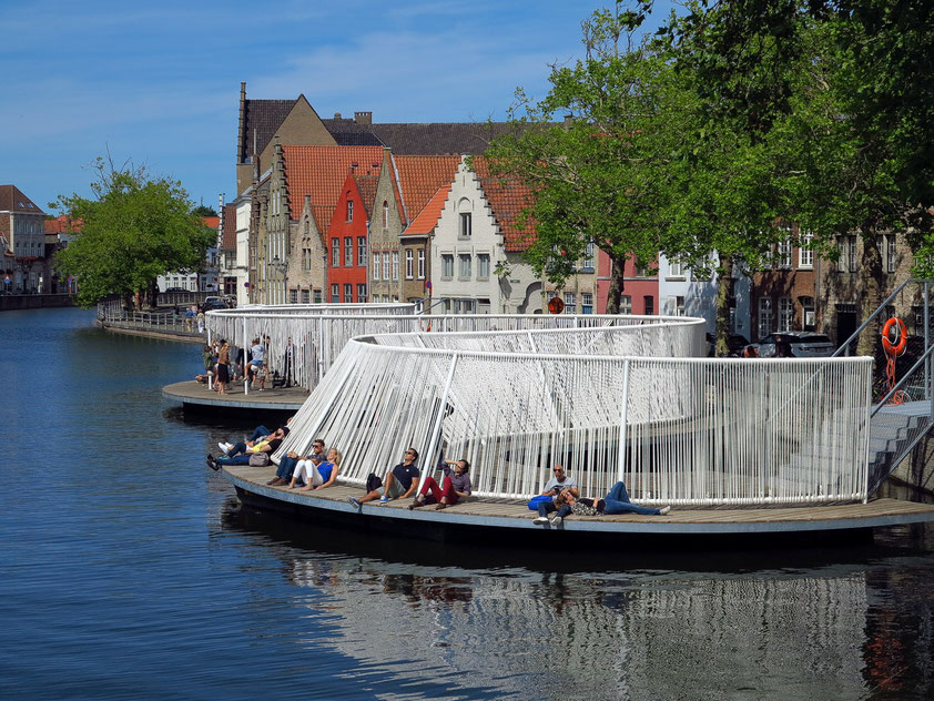 "Installation ""The Floating Island"" (OBBA) an der Snaggaardstraat-Brücke"