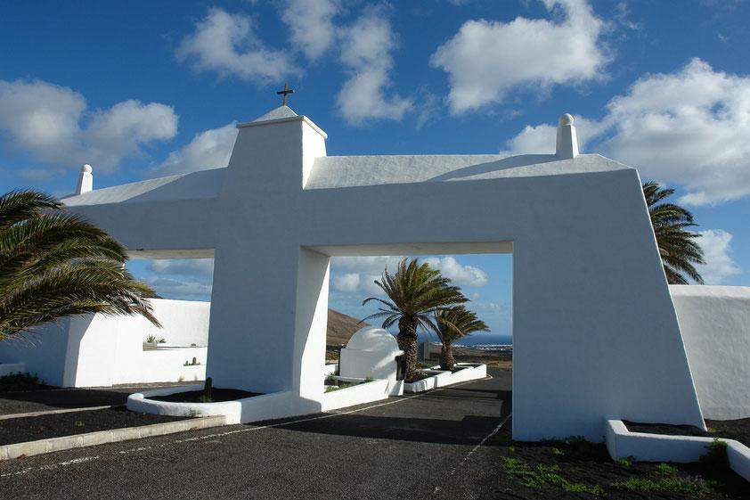 Einfahrtstor zur Costa Teguise (Entwurf: César Marique)