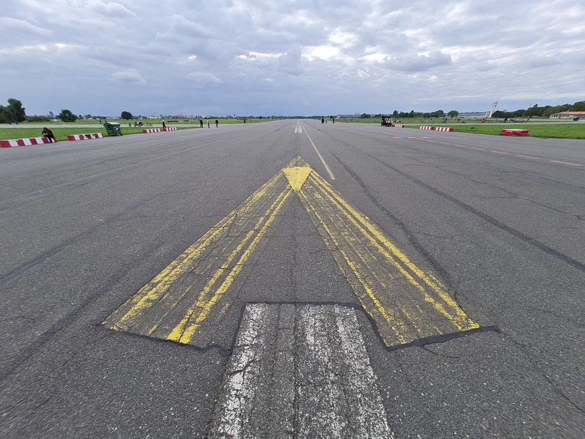 Ehemalige Flugzeug-Landebahn auf dem Tempelhofer Feld