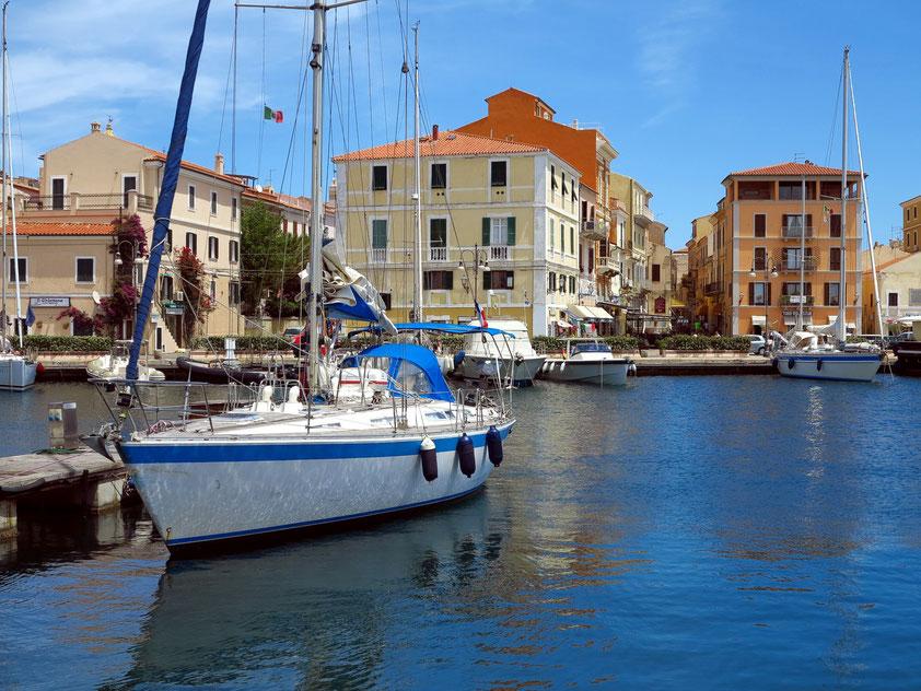 Im Hafen von La Maddalena