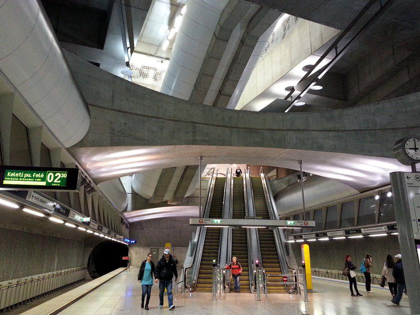 Metro-Station Kálvin tér, Umsteigebahnhof zum Gellért Thermalbad