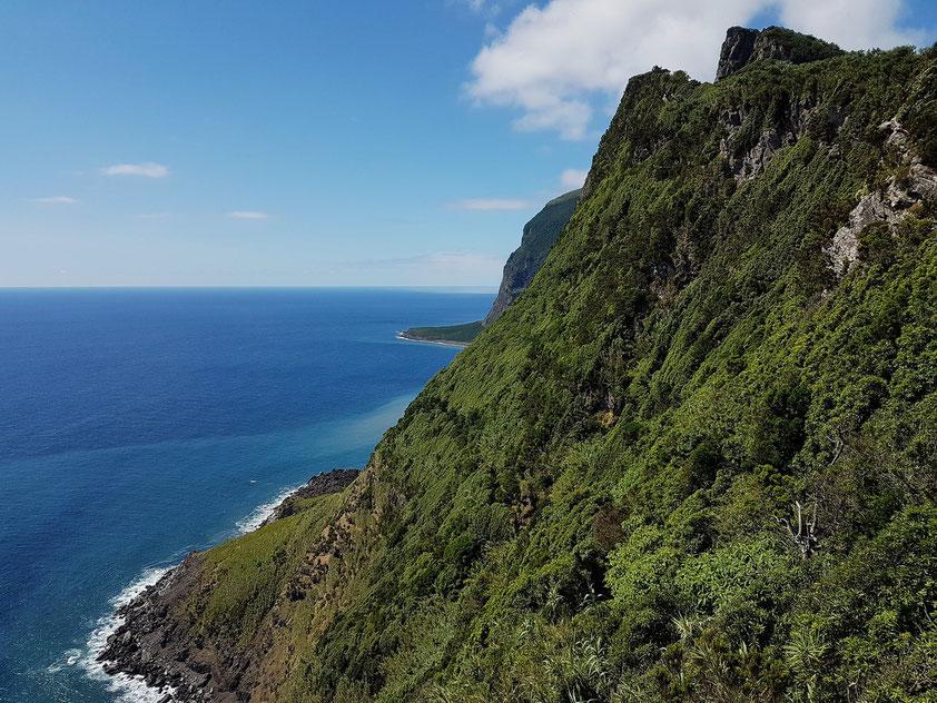 Blick auf die Südostküste von Flores