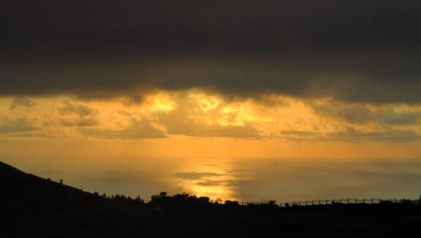 Sonnenaufgang über Flores (Anreise von Aldeia da Cuada nach Santa Cruz das Flores)