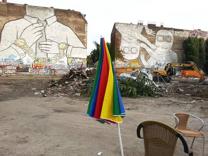 Cuvry-Brache an der Cuvrystraße. Die Wandgemälde sind vom Künstler entfernt worden.