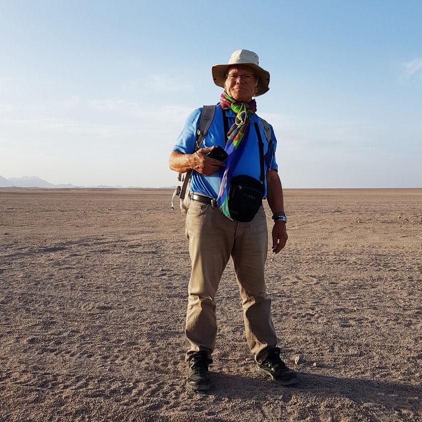 Der Autor Frank Rother in der Arabischen Wüste  (Foto: Jürgen Großardt)