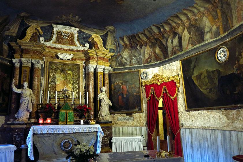 Die Kapelle der heiligen Jungfrau Maria ist eine wichtige Pilgerstätte. Sie enthält eine direkt auf den Fels gemalte Mariendarstellung aus dem 13. Jh.