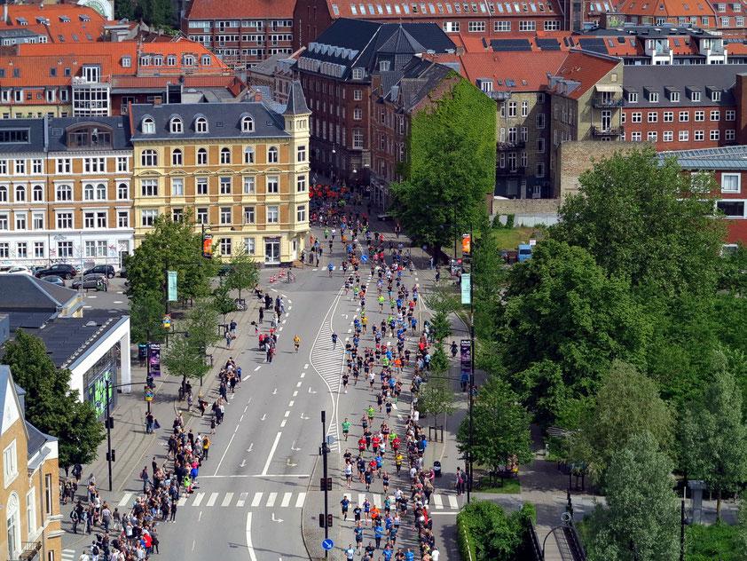 Marathon-Lauf am 11.6.2017, Blick vom Dach des ARoS Kunstmuseums