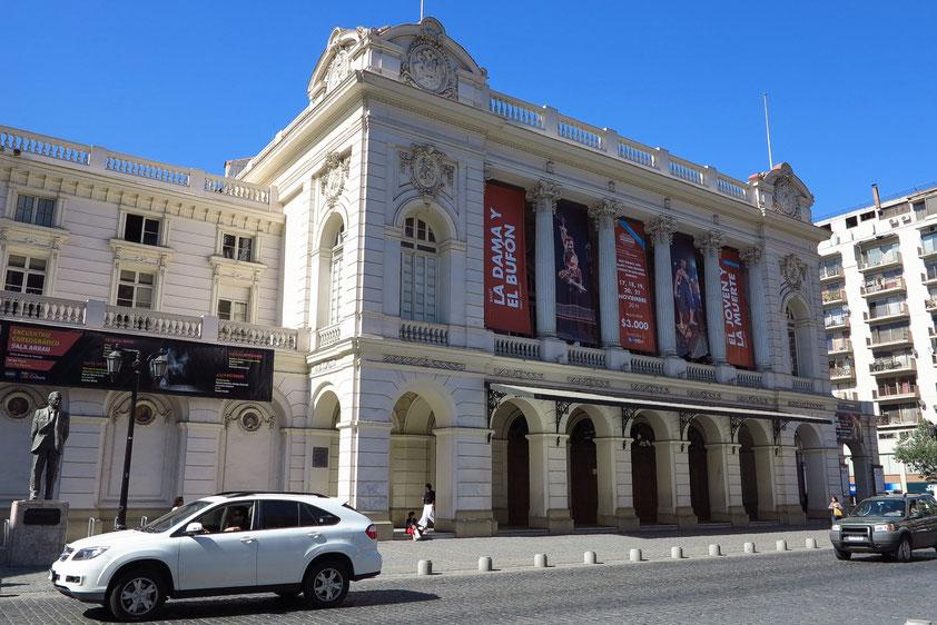 Teatro Municipal. Das 1906 durch ein Erdbeben zerstörte Gebäude wurde 1857 nach Plänen des französischen Architekten Brunet des Baines errichtet.