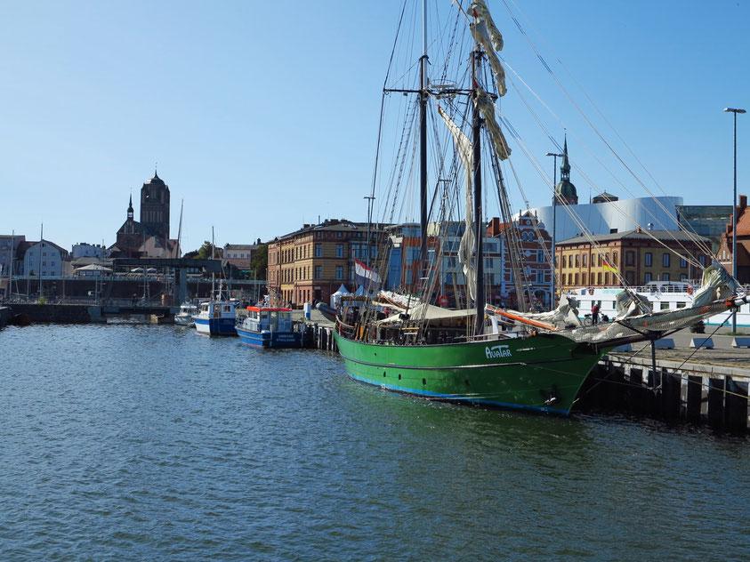 """Toppsegelschoner SS """"AVATAR"""" im Hafen von Stralsund"""