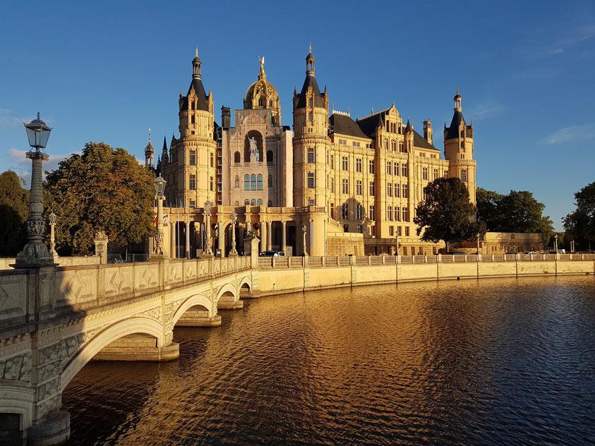 Schwerin. Schloss Schwerin in der Abendsonne, (nur für 10 Minuten am Samstag, dem 26.9.2020, gegen 18 Uhr)
