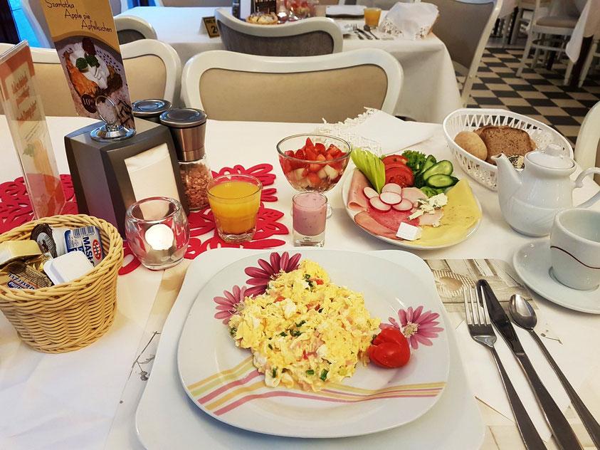 Das üppige Frühstück im Hotel Ottaviano, in  Corona-Zeiten am Tisch serviert
