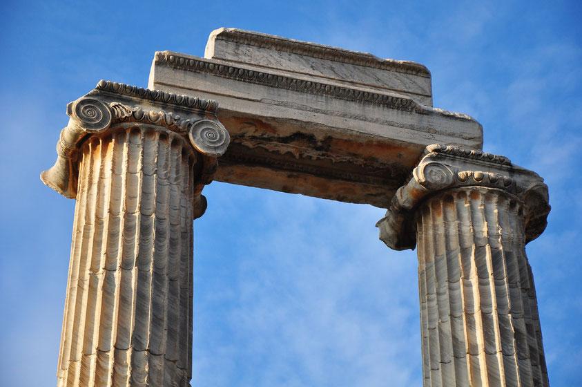Ruine des Apollon-Tempels von Didyma mit ionischem Kapitell