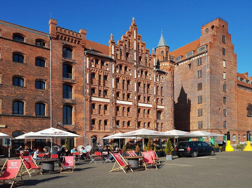 Speicher und Restaurants an der Hafenstraße
