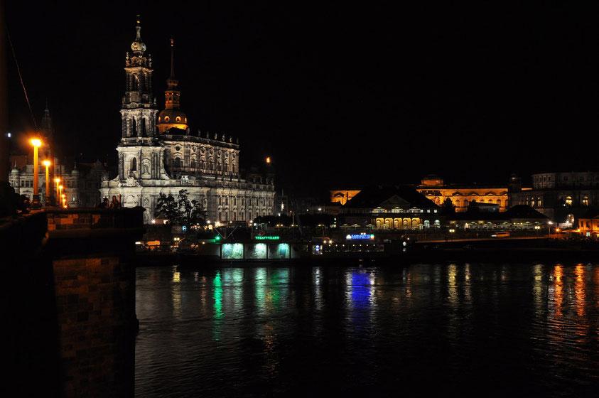 Dresden, Blick von der Augustusbrücke auf die Hofkirche (22.8.2010)