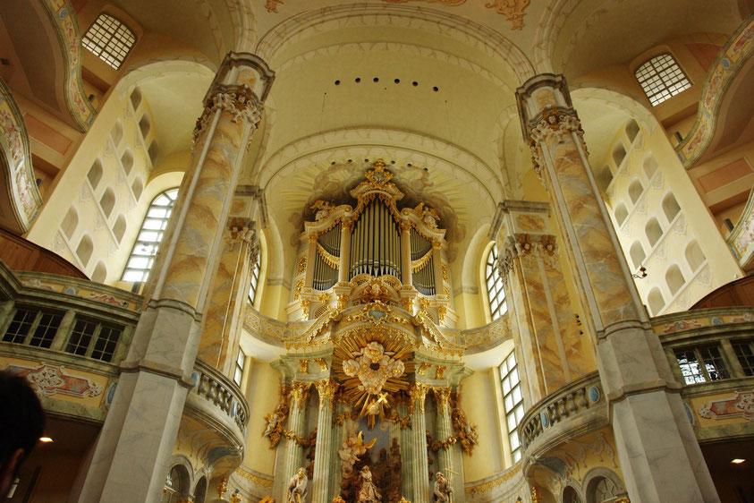 Frauenkirche, Altarraum mit Orgel (11.3.2008)