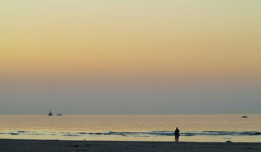 Am Strand von Warnemünde nach Sonnenuntergang