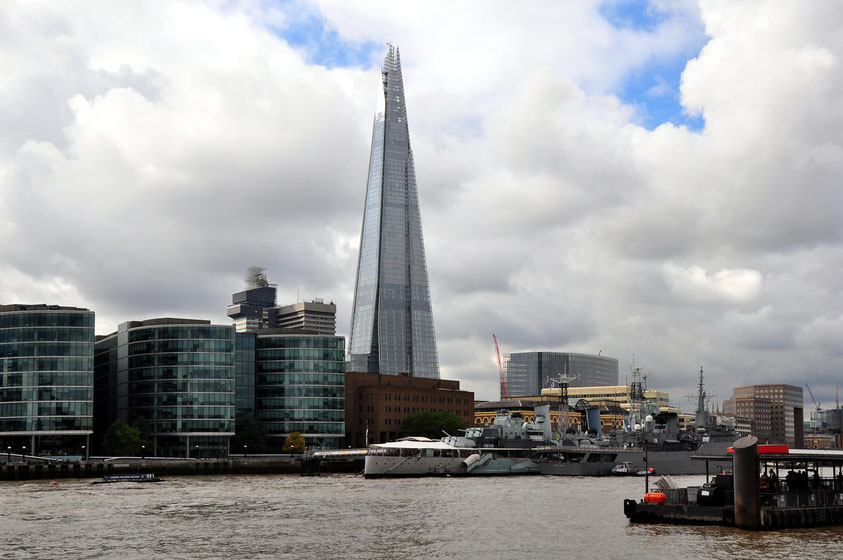 The Shard, Wolkenkratzer in Londons Stadtteil Southwark, mit 310 Metern von Juli bis Oktober 2012 das höchste Europas (Architekt: Renzo Piano)