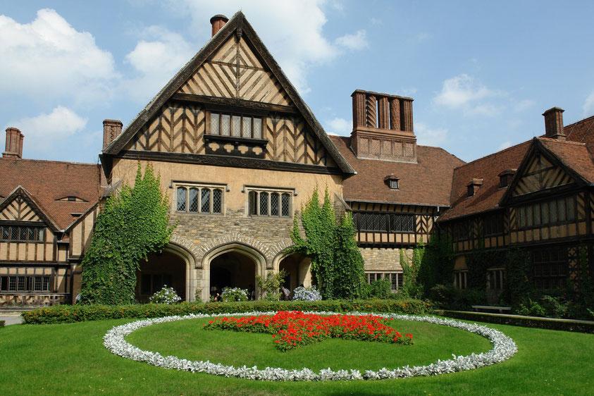 Innenhof von Cecilienhof mit dem roten Stern (9.9.2006)