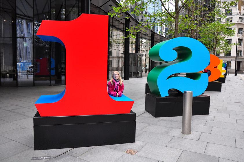 EINS bis NULL (die zehn Zahlen), von Robert Indiana, 2013, (Teil der zehnteiligen Skulptur in der Lime Street in London)