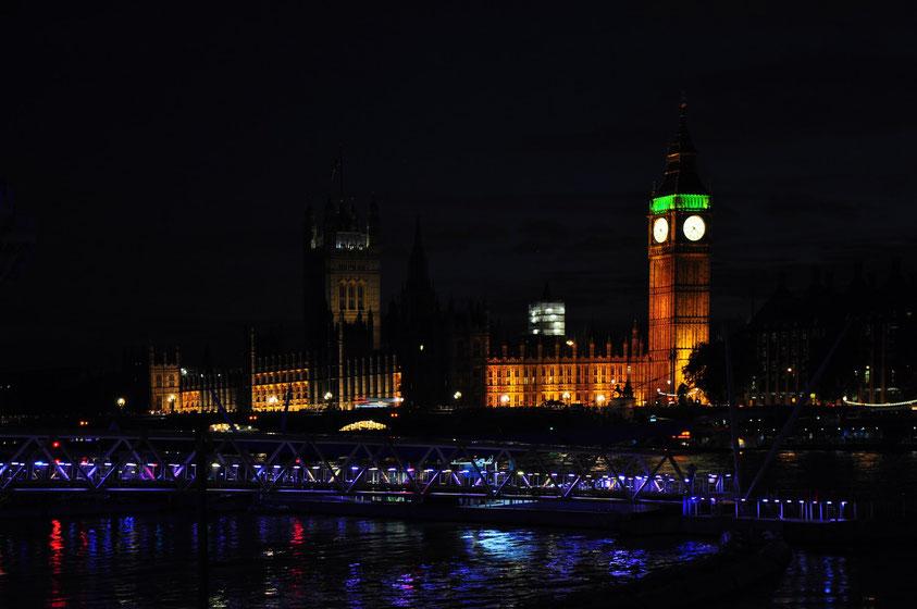 Blick von London Eye auf Palace of Westminster und Big Ben (kurz vor der Abfahrt mit dem Bus nach Aachen)