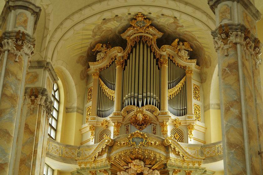 Frauenkirche. Neue Orgel von 2005, erbaut von der Orgelbaufirma Kern aus Straßburg  (11.3.2008)