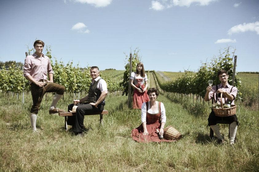 Familienfoto im Weingarten